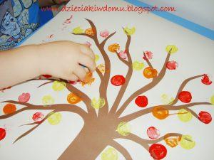 سرا آموزش کاردستی کودک با کاغذ و مهر درخت پاییزی05