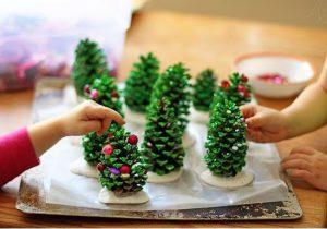 ساخت درخت کریسمس کوچک با میوه کاج