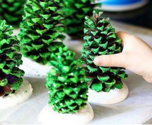 آموزش ساخت درخت کریسمس کوچک با میوه کاج