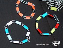 سرا ساخت کاردستی روز مادر برای کودکان دستبند با گیره ی کاغذ 03