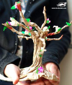 ساخت درخت با پاکت قهوه ای و کاغذ رنگی