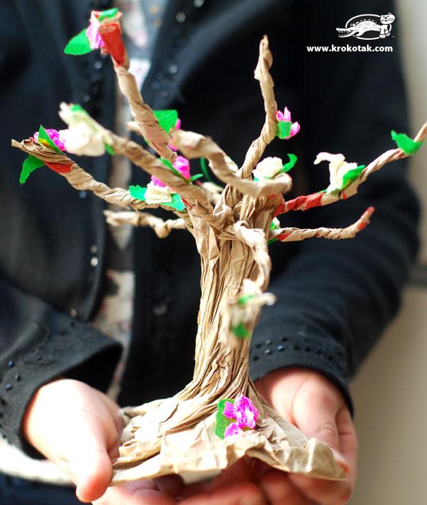 سرا ساخت درخت با پاکت قهوه ای و کاغذ رنگی 01
