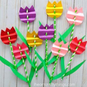 ساخت کاردستی گل لاله با کاغذهای رنگی