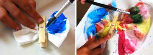 سرا کاردستی ساخت پروانه با دستمال کاغذی و گیره لباس 04