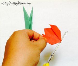 سرا کاردستی ساخت گل رز از کاغذهای رنگی 05