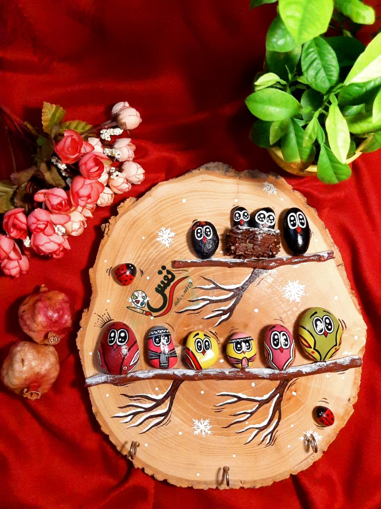 نقاشی  طرح های متنوع و خاص روی سنگ و چوب